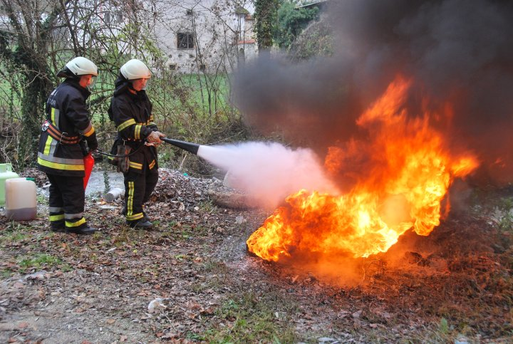 Rezultat iskanja slik za gasilci na delu